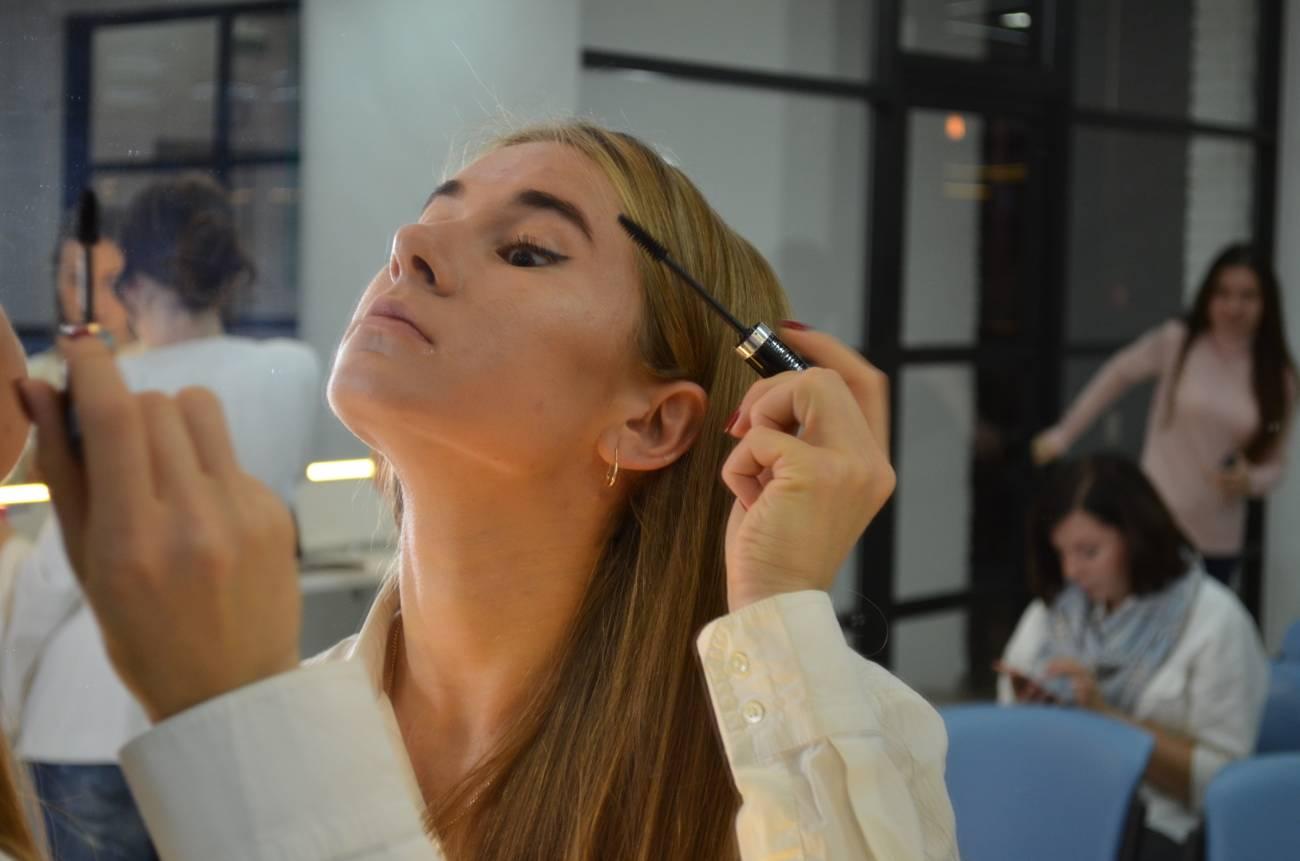 Хитрости макияжа, которые облегчат вашу жизнь